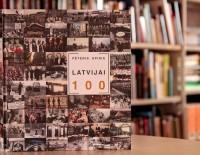 """Grāmata """"Latvijai 100"""" Gulbenes novada bibliotēkā"""