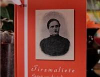 """Iznākusi Tirzmalietes grāmata """"Stāsti un dzejoļi par bērniem"""""""